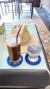 日本人が経営しているUEDA Coffeeで休憩中