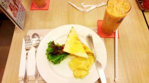 遅めの朝食兼昼食