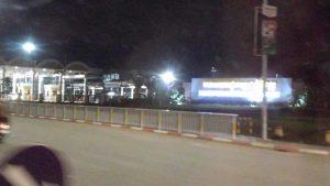 夜のカンボジア空港