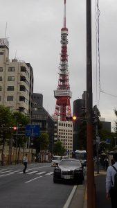 曇り空の東京タワー
